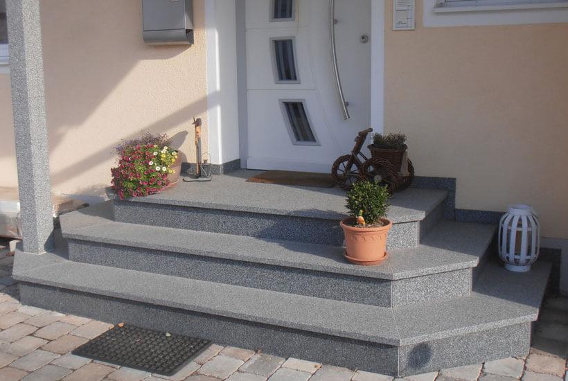 Bauhandwerk - Außeneingänge, Treppenanlagen, Fensterbänke etc - Paul Neumeier & Söhne Stein- und Bildhauerei in Wartenberg